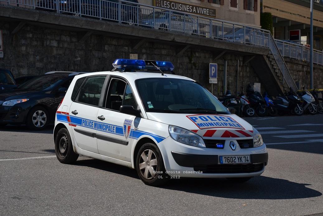Photos de voitures de police page 2046 auto titre for Garage renault blagnac