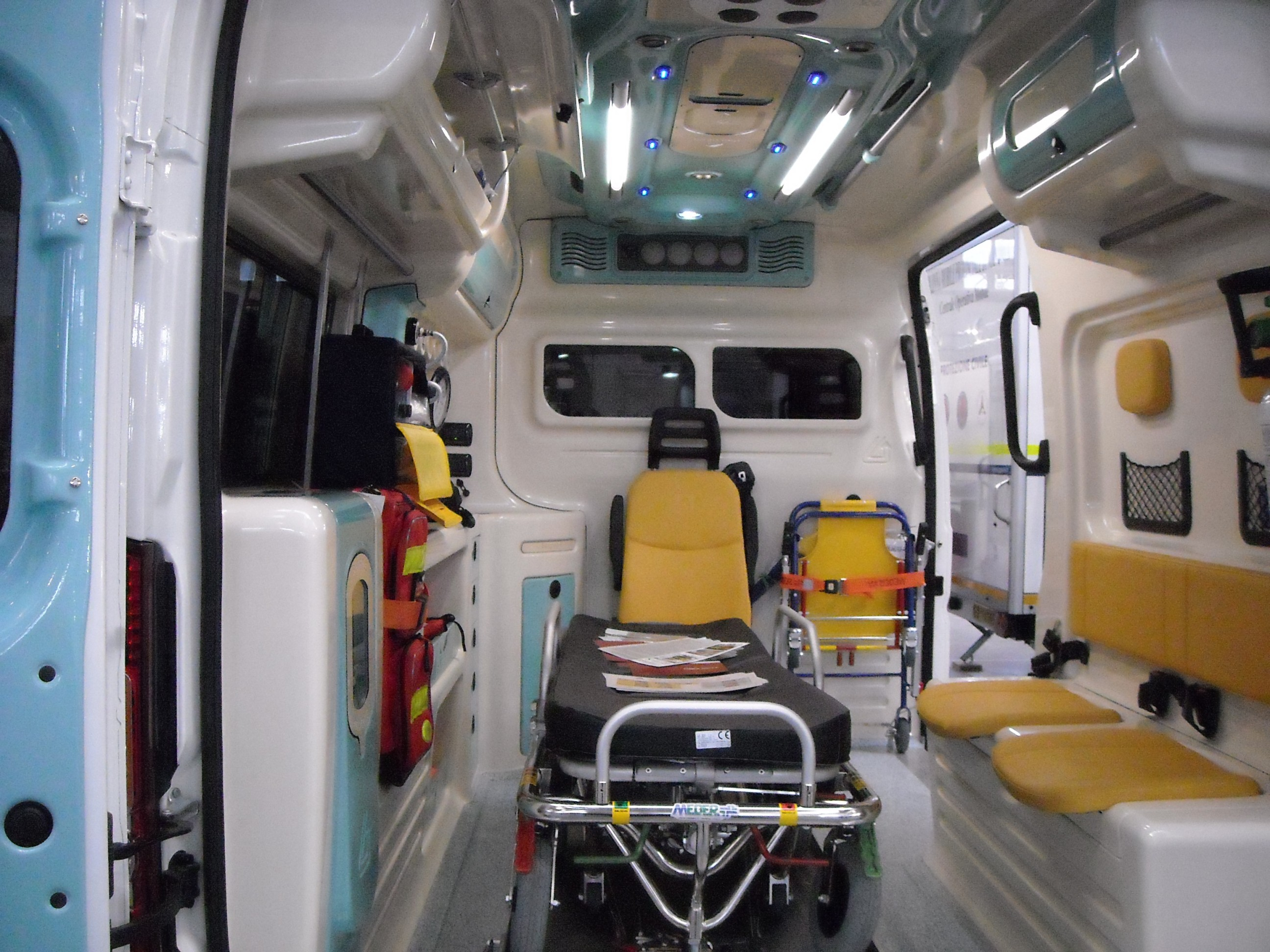 ambulances priv es page 246 auto titre. Black Bedroom Furniture Sets. Home Design Ideas