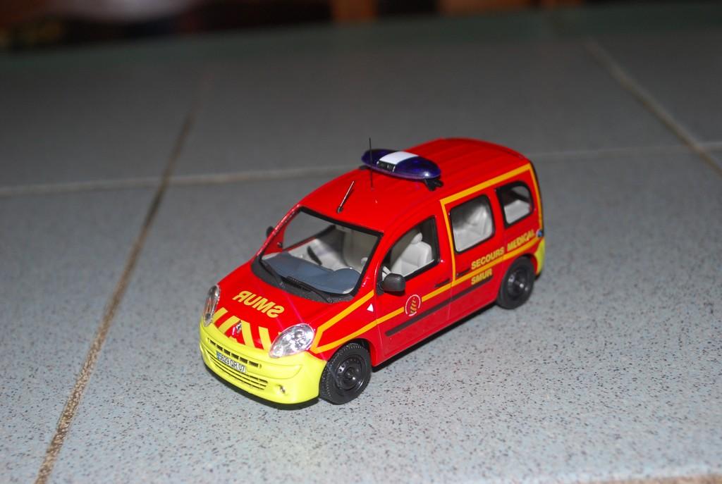Photos de miniatures de v hicules d 39 urgence page 127 for Garage renault privas