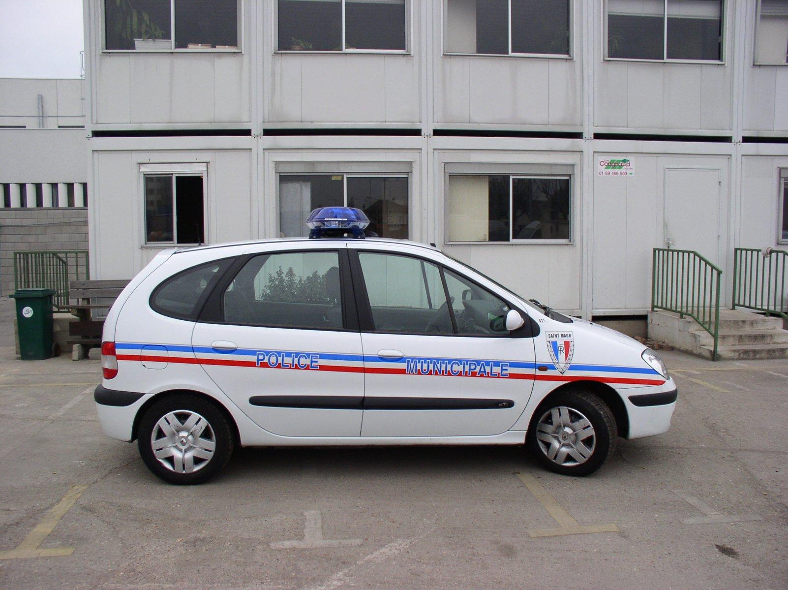 photos de voitures de police page 275 auto titre. Black Bedroom Furniture Sets. Home Design Ideas