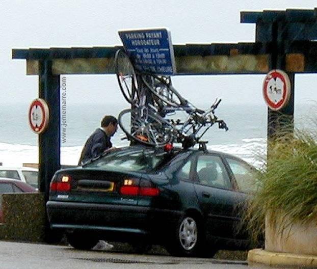 installation d'entraîneur de vélo d'intérieur