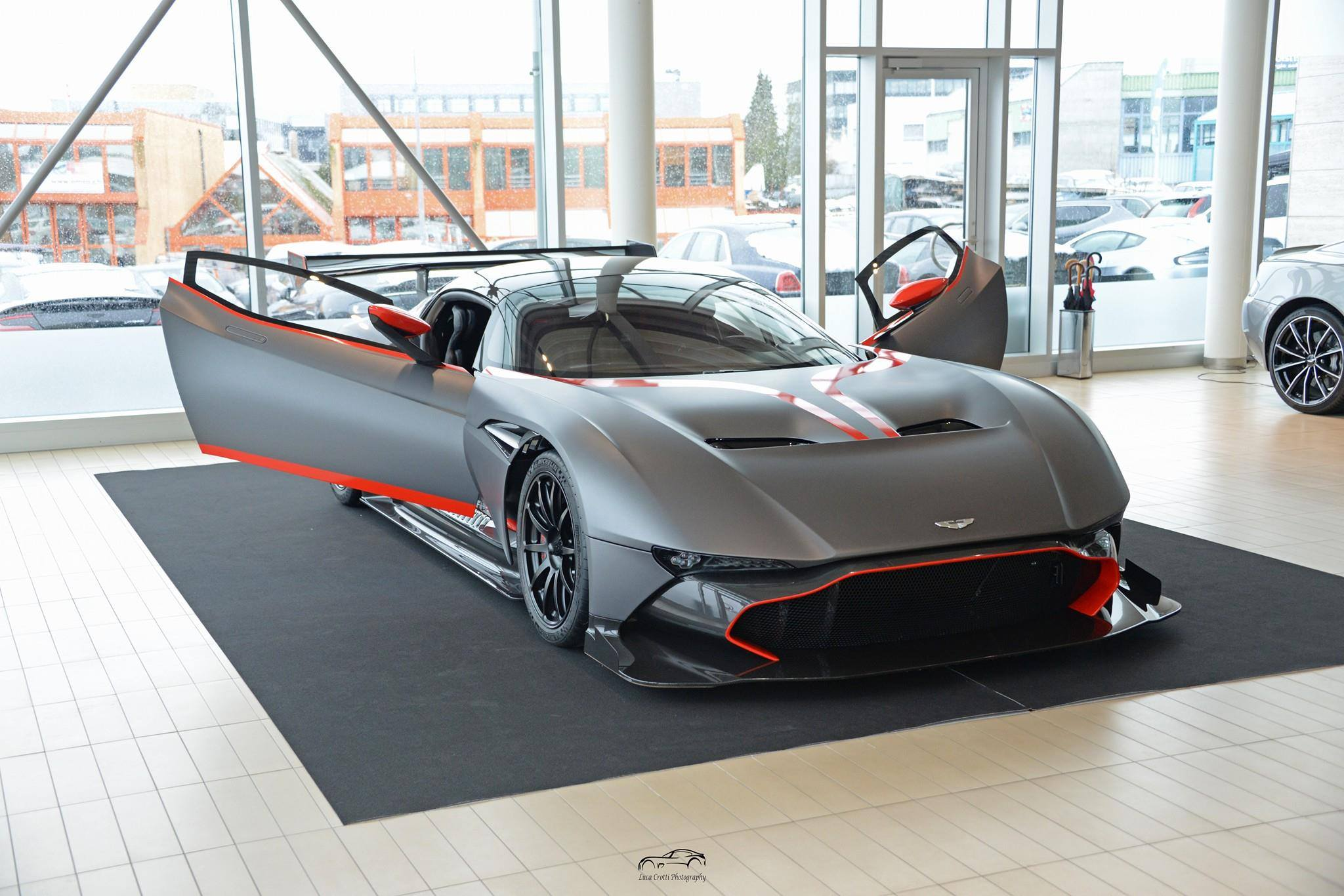 aston martin vulcan page 2 auto titre. Black Bedroom Furniture Sets. Home Design Ideas