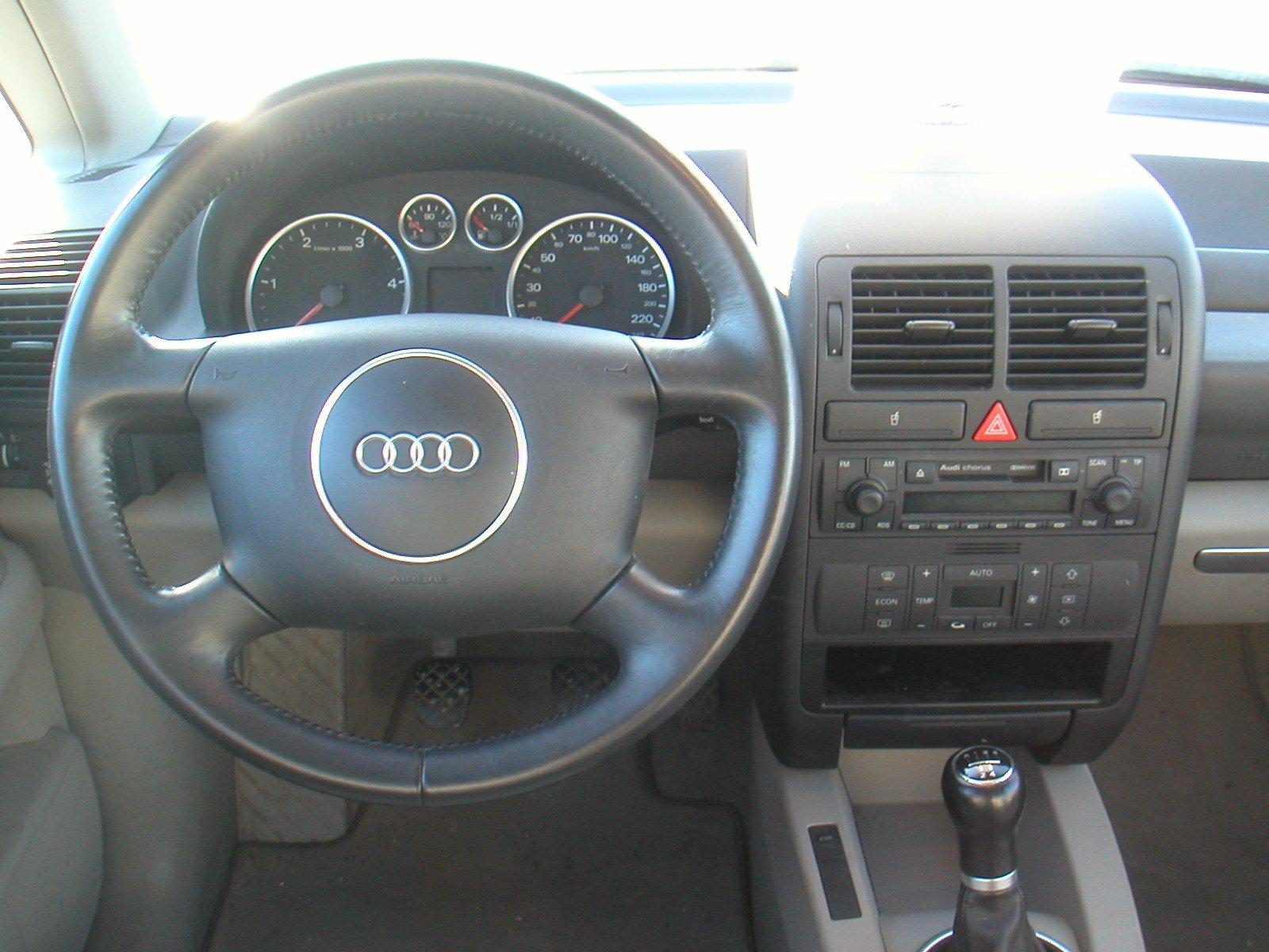 Audi A2 Interieur : d faut et qualit de l 39 audi a2 tdi auto titre ~ Medecine-chirurgie-esthetiques.com Avis de Voitures