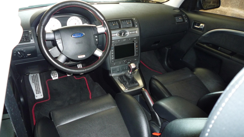 Je voudrais avoir des renseignements sur la ford mondeo for Interieur ford mondeo 2000