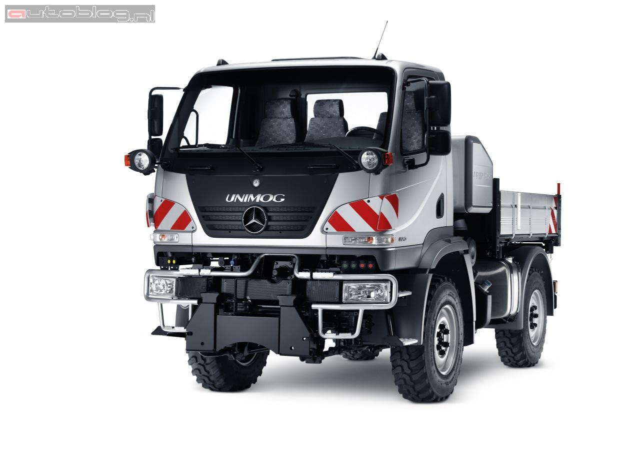 nouveau mercedes unimog auto titre. Black Bedroom Furniture Sets. Home Design Ideas