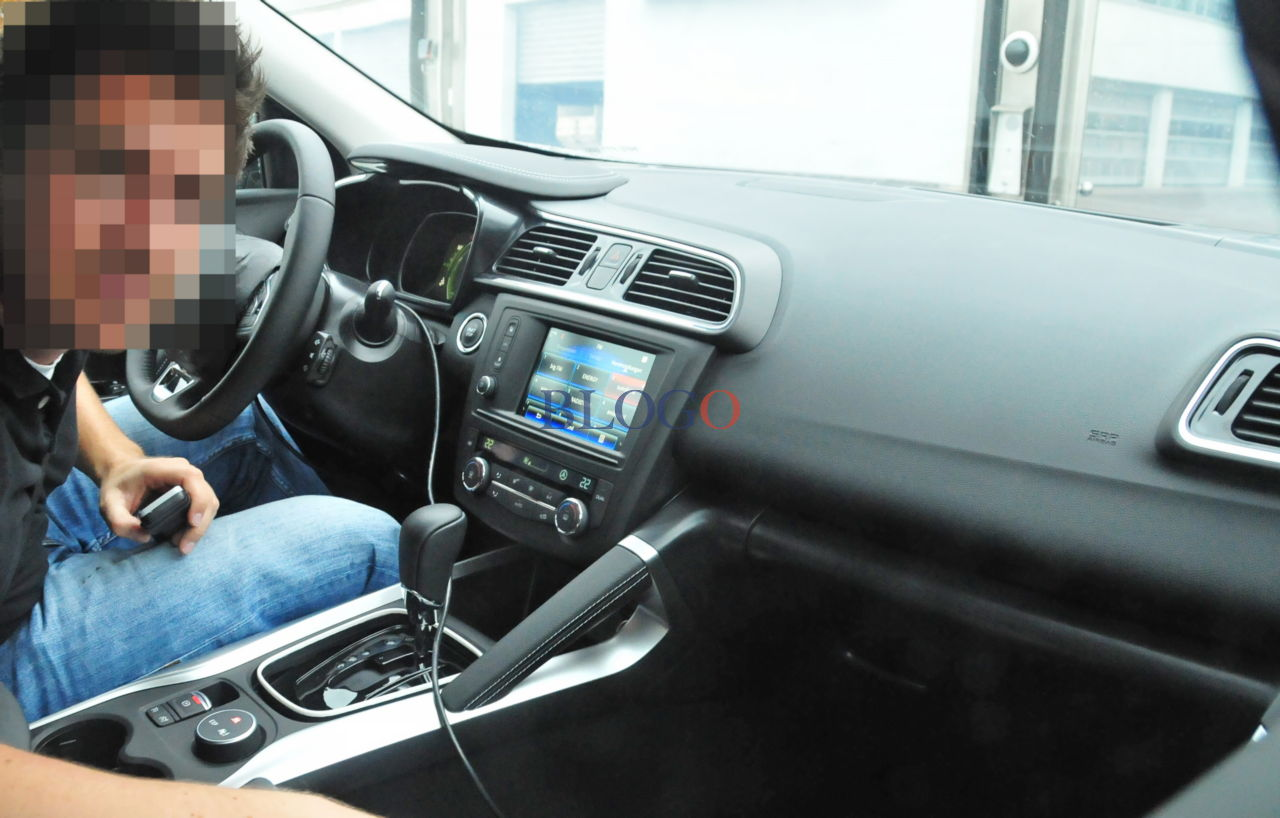 Renault kadjar suv compact auto titre for Interieur kadjar
