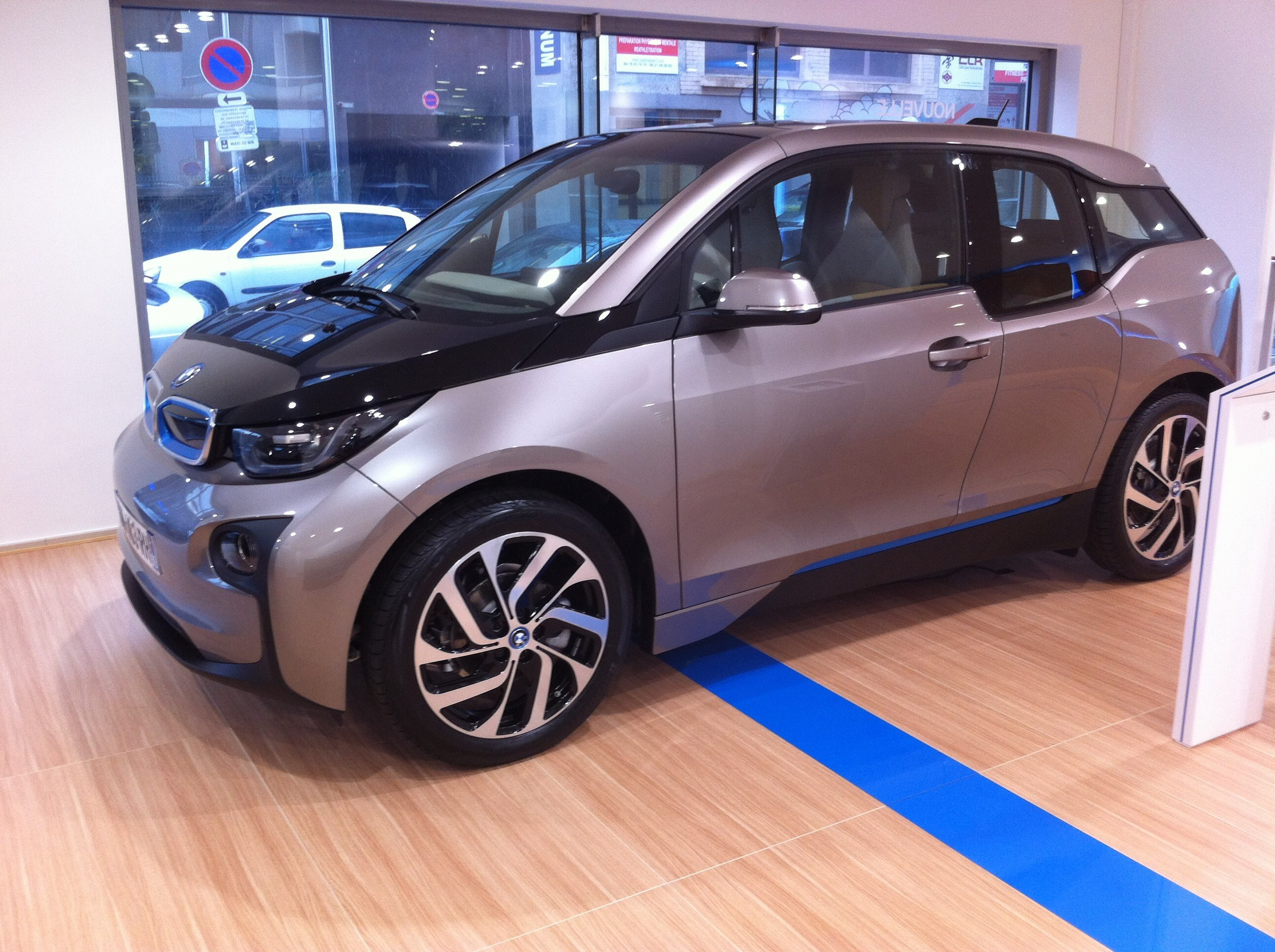 bmw i3 page 11 auto titre. Black Bedroom Furniture Sets. Home Design Ideas