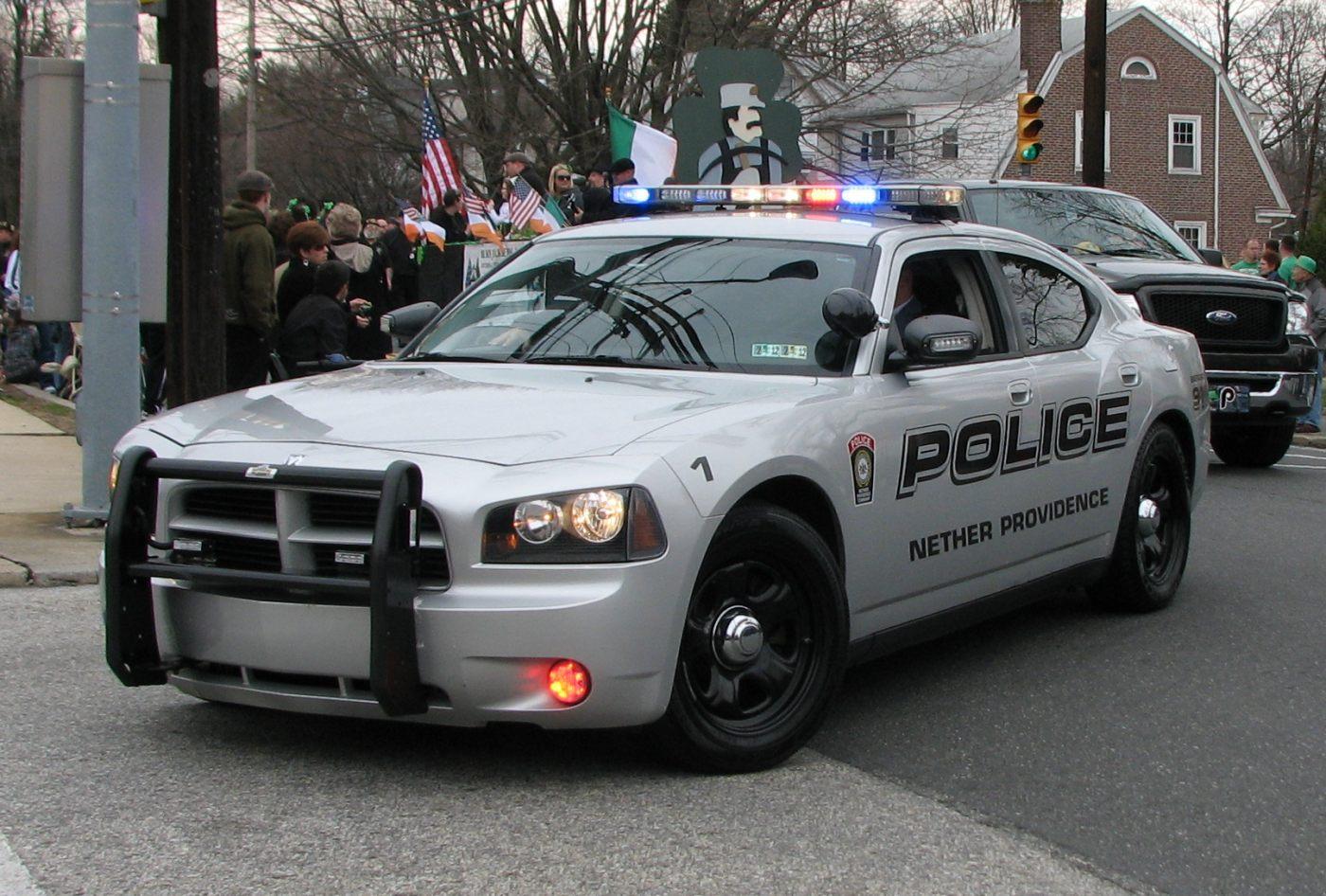 photos de voitures de police page 1790 auto titre. Black Bedroom Furniture Sets. Home Design Ideas