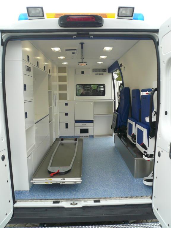ambulances priv es page 97 auto titre. Black Bedroom Furniture Sets. Home Design Ideas