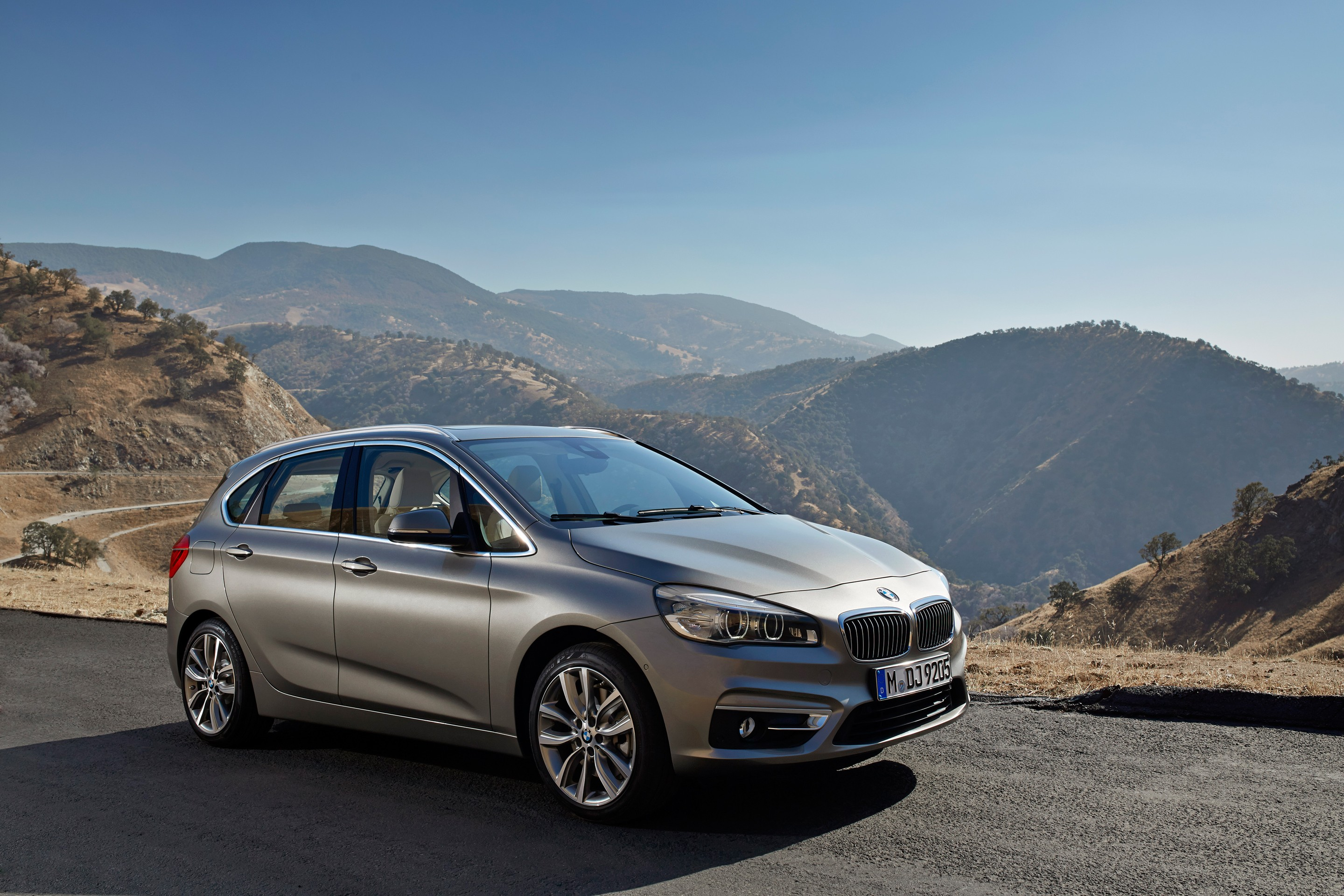 Фото BMW 2-Series Active Tourer 2015.