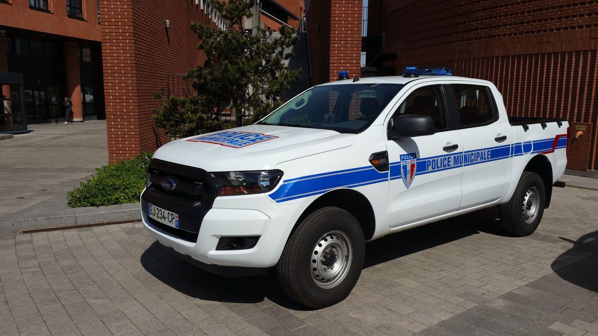 Photos de voitures de police page 2532 auto titre - Grilles indiciaires police municipale ...