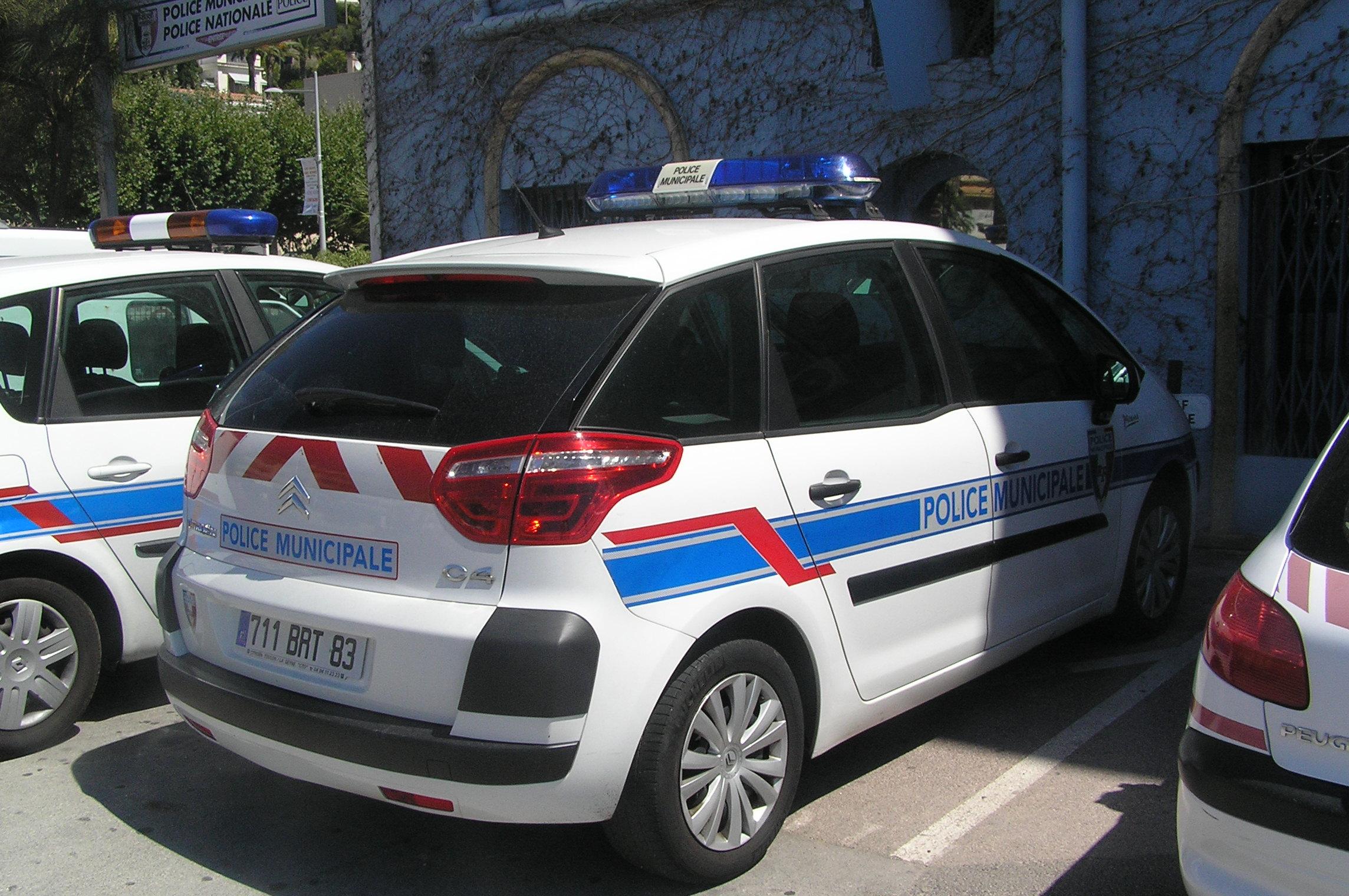 photos de voitures de police page 1581 auto titre. Black Bedroom Furniture Sets. Home Design Ideas