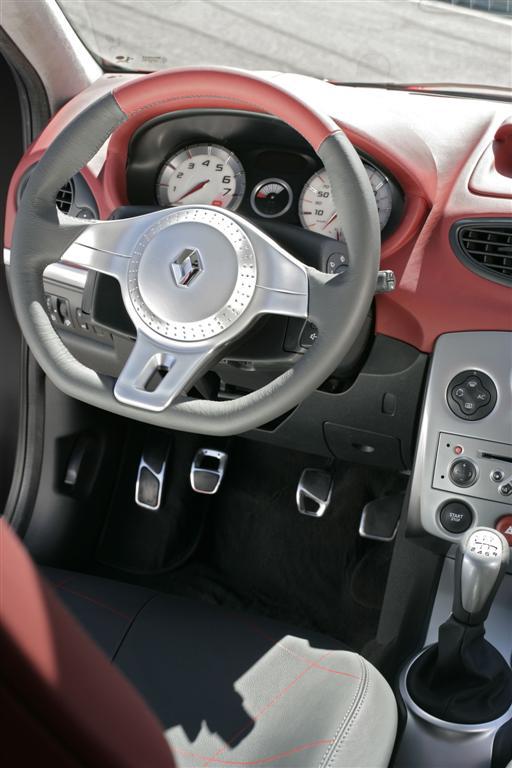 Renault nouveau concept car gros 4x4 et clio renaul for Interieur tuning auto