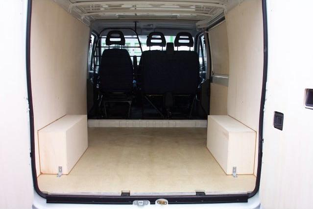 Fourgon amenage peugeot boxer for Habillage interieur camion