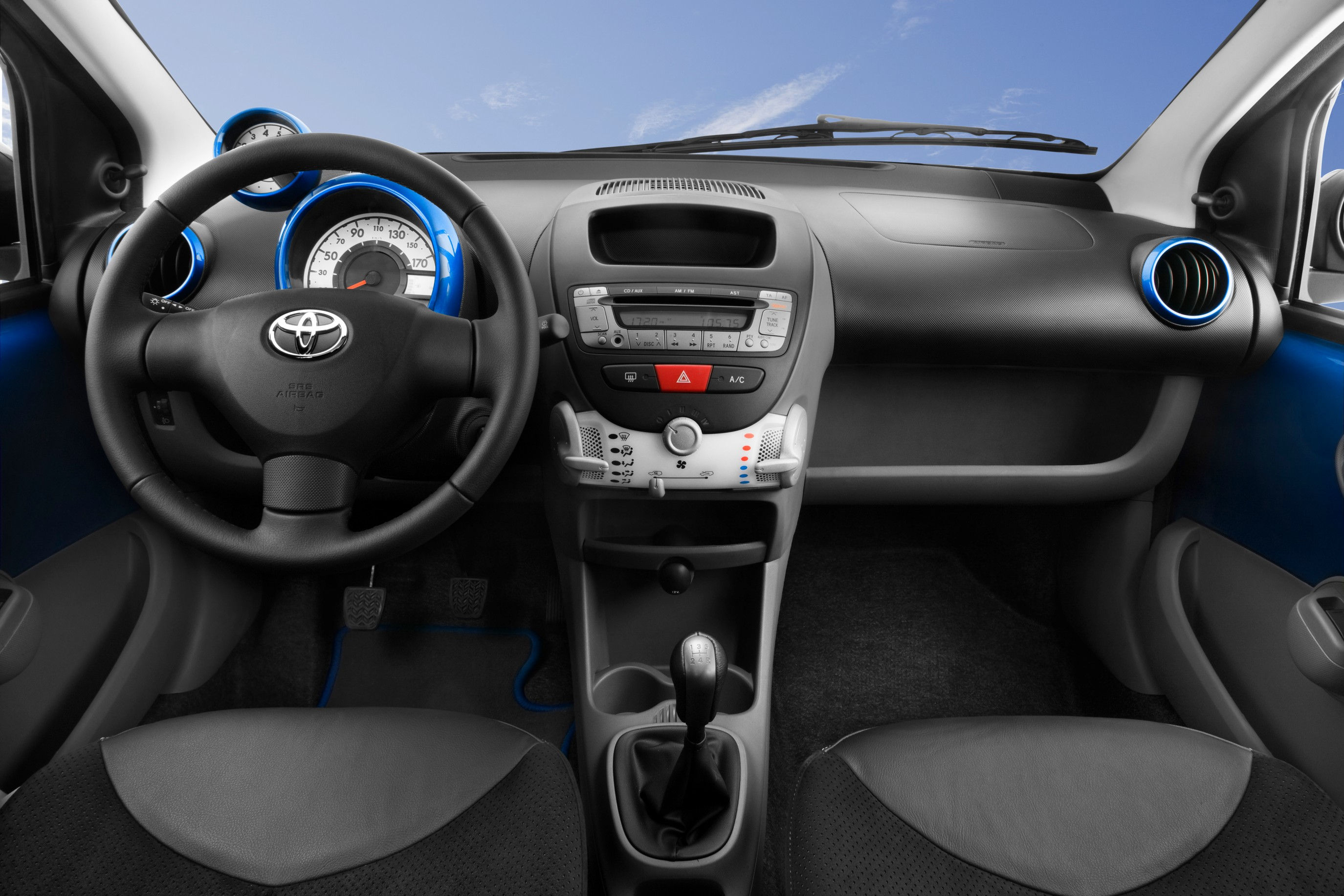 Fiche technique toyota aygo 1 0 vvti auto titre for Toyota chr interieur