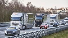 Peloton de camions autonomes Mercedes