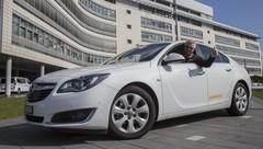 Un pilote de ligne fait 2 111 kilomètres avec un plein en Opel Insignia