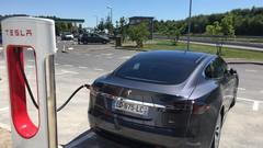 Tesla : Caradisiac a testé l'Autopilot et les superchargeurs sur autoroute