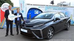Une première Toyota Mirai livrée en France, à l'Air Liquide