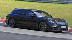 La Porsche Panamera break montre son aileron mobile