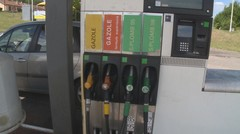 Les prix des carburants continuent de chuter
