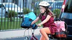Les enfants de moins de 12 ans devront porter un casque à vélo
