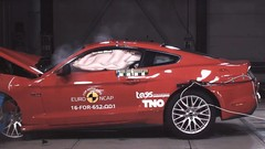 La Ford Mustang rate (complètement) son crash-test !