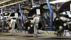 Emploi : effectifs en baisse pour PSA en France et en hausse pour Renault