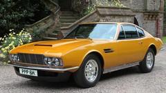 La carrière de Roger Moore en 10 voitures