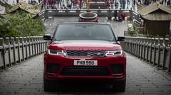 Un Range Rover Sport s'attaque aux 99 virages et aux 999 marches du Mont Tianmen