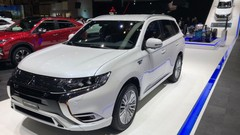 Mitsubishi Outlander PHEV (2018) : la version restylée à Genève