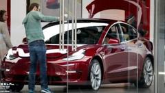 Tesla: Elon Musk tente de rassurer sur ses pertes et la Model 3, le titre chute