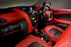 Aston Martin Cygnet : Toyota iQ Vantage !