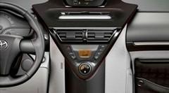 Toyota iQ : nouveaux coloris pour la planche de bord