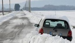 Guide de survie pour automobilistes bloqués sous la neige