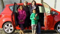 Les drôles de dames de Caradisiac testent l'Opel Meriva