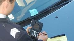 Le nombre de PV pour mauvais stationnement et franchissement de feu rouge explose