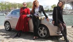 Essai Peugeot 208 par les drôles de dames de Caradisiac avec Miss France 2012