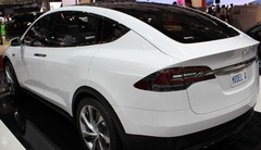 Tesla reporte le lancement du Model X pour rembourser l'Etat