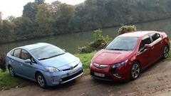 Essai Opel Ampera 150 ch vs Toyota Prius Plug-in Hybrid 136 ch : Les branchées débarquent !