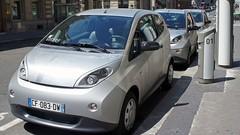 """Zoé, Autolib, Bluely : ces voitures électriques ne sont pas """"écologiques"""""""