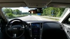 Une Infiniti Q50 en mode conduite autonome