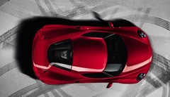 Une Alfa Romeo 6C face à la Porsche 911