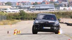 Le Porsche Macan en difficulté au test de l'élan