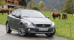 Volvo V40 Cross Country D4 : une baroudeuse suédoise qui drive