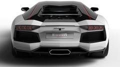 Une Lamborghini, 700 chevaux et surtout, 4 pneus!
