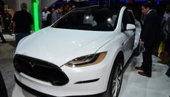 Le Tesla Model X lancé début 2016