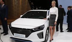 Hyundai Ioniq, une hybride, une hybride rechargeable et une électrique