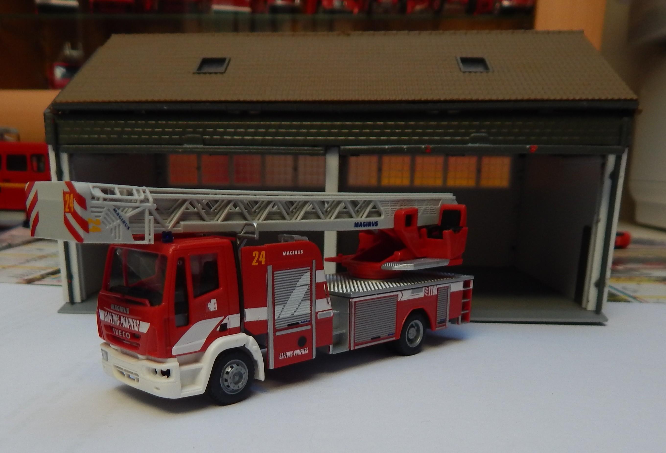photos de miniatures de v hicules d 39 urgence page 445 auto titre. Black Bedroom Furniture Sets. Home Design Ideas