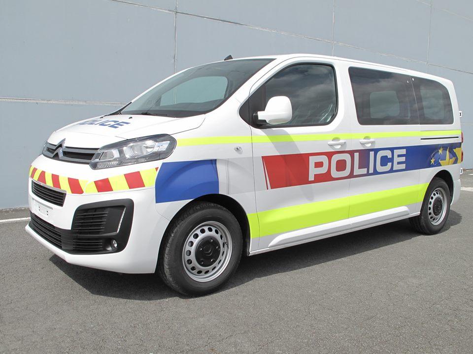 photos de voitures de police page 2459 auto titre. Black Bedroom Furniture Sets. Home Design Ideas